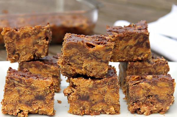 Crunchy no-bake peanut butter chocolate chip bars