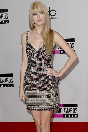 Taylor Swift at the 2011 American Music Awards