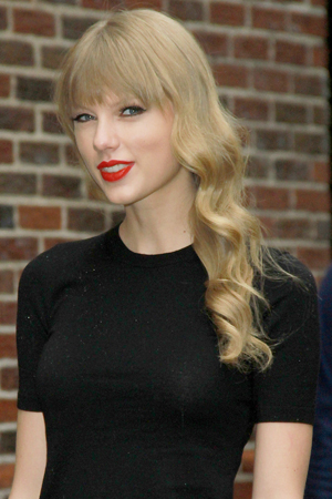 Taylor Swift doesn't want any angry emails from famous ex boyfriends