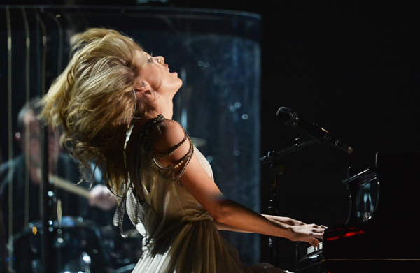 Taylor Swift performing at the 2014 Grammy Awards