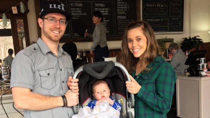 Jessa Duggar puts her baby in