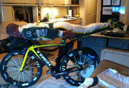 Tony Kannan planking