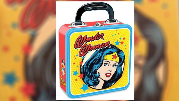 School bans girl's Wonder Woman lunchbox