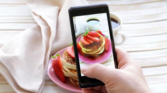 smartphone shot food photo - pancakes