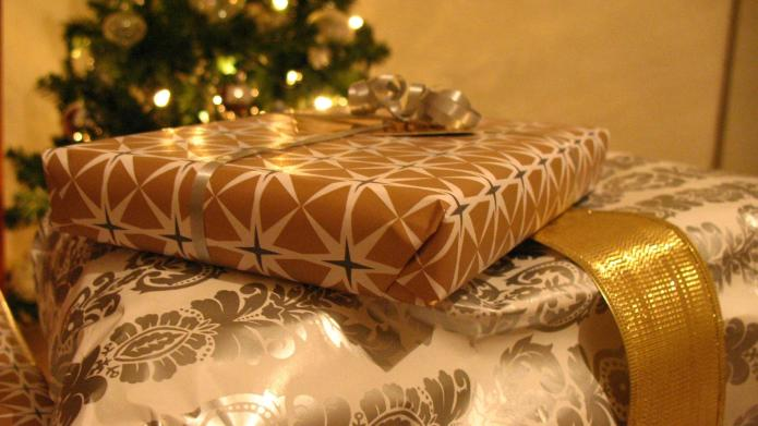 7 Decent gifts for people you
