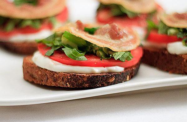 BLT tartine, an open-faced sandwich recipe