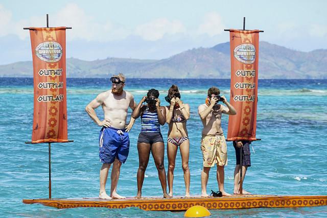Vanua tribe competes in swimming challenge on Survivor: Millennials Vs. Gen-X