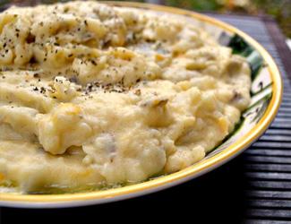 Vegan creamy garlic mashed potatoes