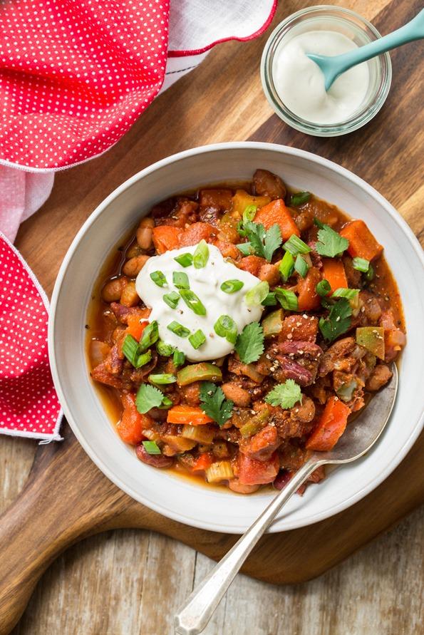 Vegan chili with homemade sour cream