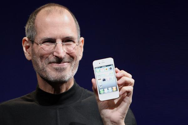 Steve Jobs loses his battle with