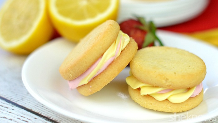 Strawberry lemonade cookie sandwiches are a