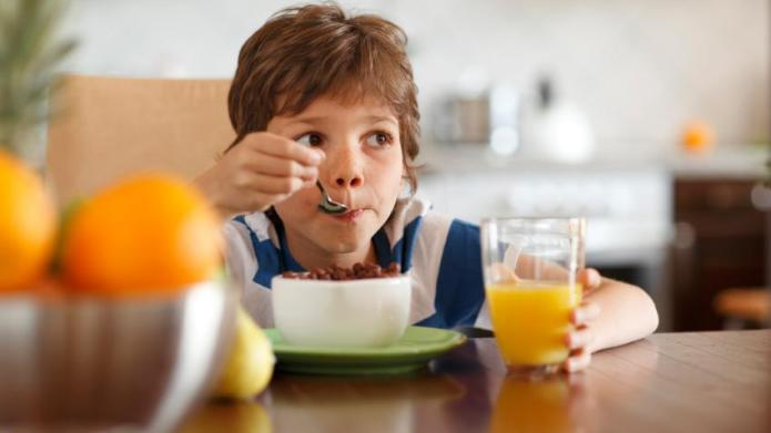 Kids eat less on small plates
