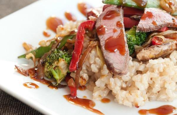 Steak and vegetable stir-fry with brown