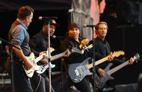 Tom Morello joins Bruce Springsteen on