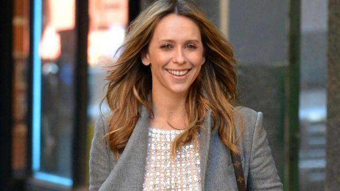 Mommy tweets: Jennifer Love Hewitt's push