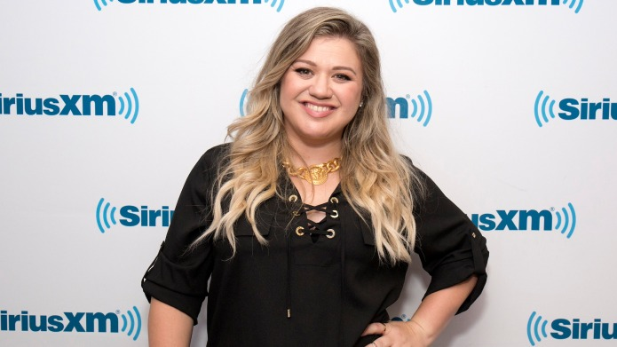 Kelly Clarkson Is Overcome With Joy