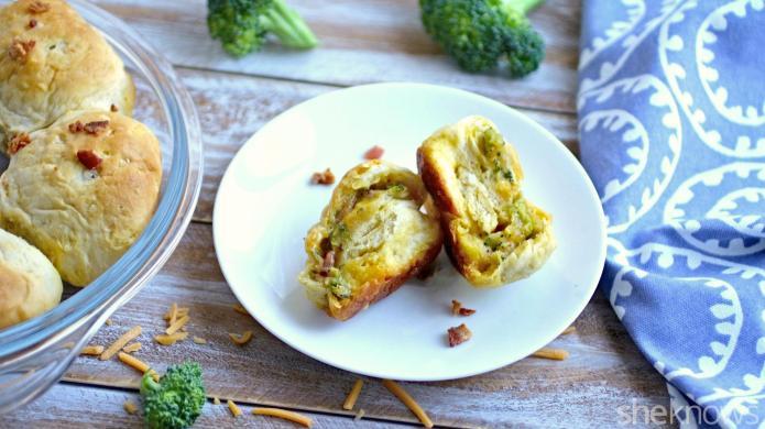 Cheddar, broccoli and bacon pull-apart rolls
