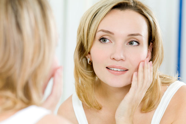 Woman caring for her skin | Sheknows.ca