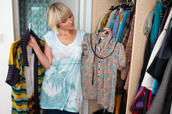 Woman trying to decide what to wear | Sheknows.ca