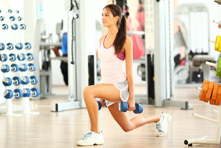 Woman doing lunges at the gym | Sheknows.ca