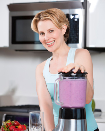 Woman making smoothie before run