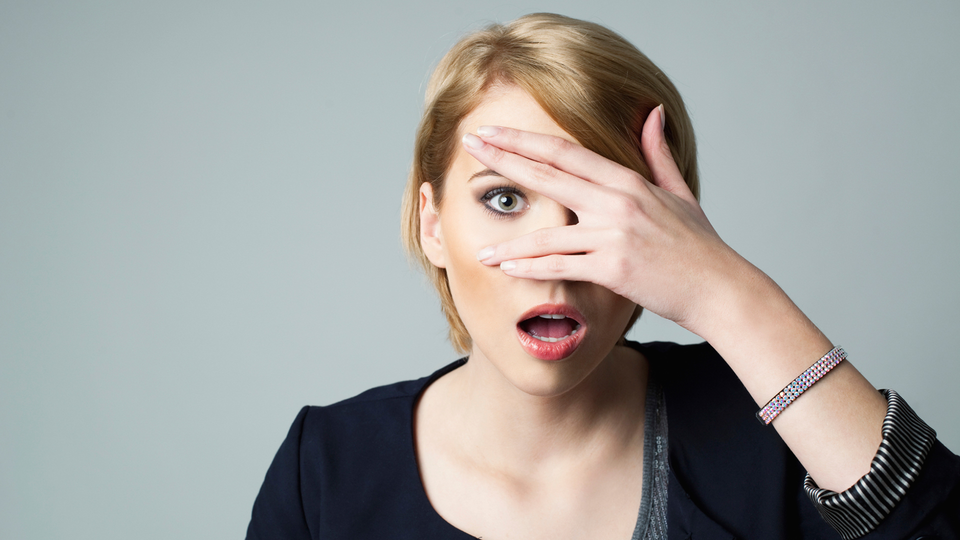 Woman scared and shocked | Sheknows.com