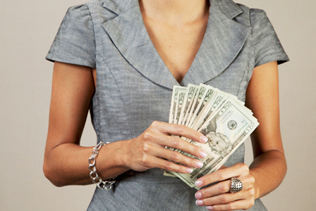 Woman with a handful of twenties | Sheknows.com