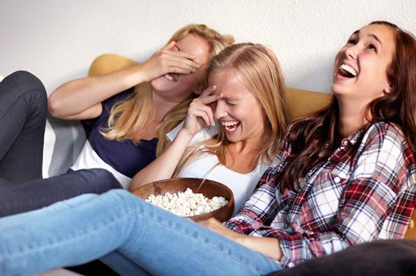 Women laughing and having fun | Sheknows.ca