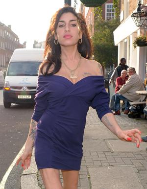 Amy Winehouse leaves a friends house