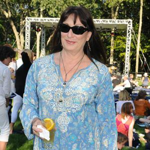 Anjelica Huston driven to suicide attempt