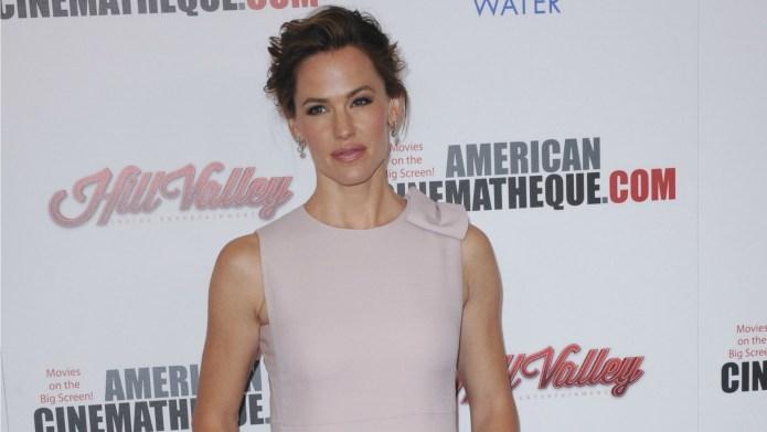 Jennifer Garner deals Ben Affleck a