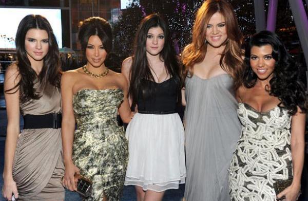 Khloe Kardashian debuts red hair