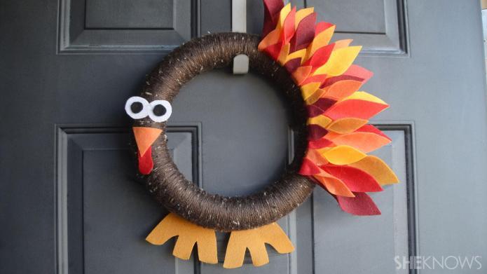 Easy Thanksgiving turkey wreath for kids