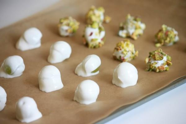 Frozen yogurt pistachio covered grapes