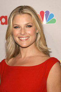 Heroes star Ali Larter expecting first