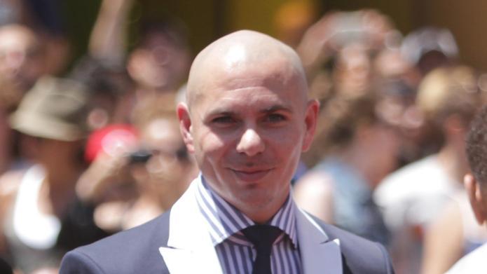 PHOTO: Pitbull gives a big F-U