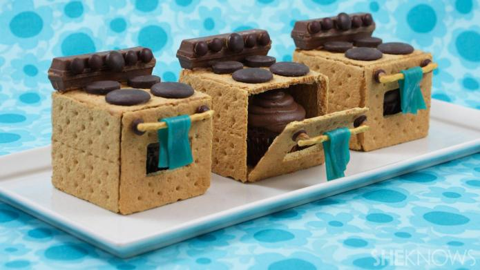 Incredible kitchen-themed cookies pack a cupcake