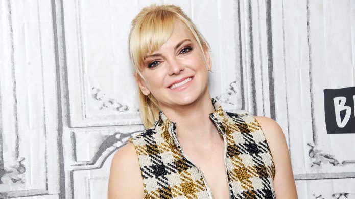 Anna Faris Steals the Spotlight in