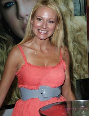 Mommy tweets: Jewel's new teeth, Gwyneth
