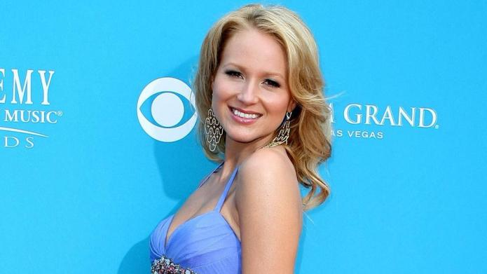 Jewel opens up about family, her