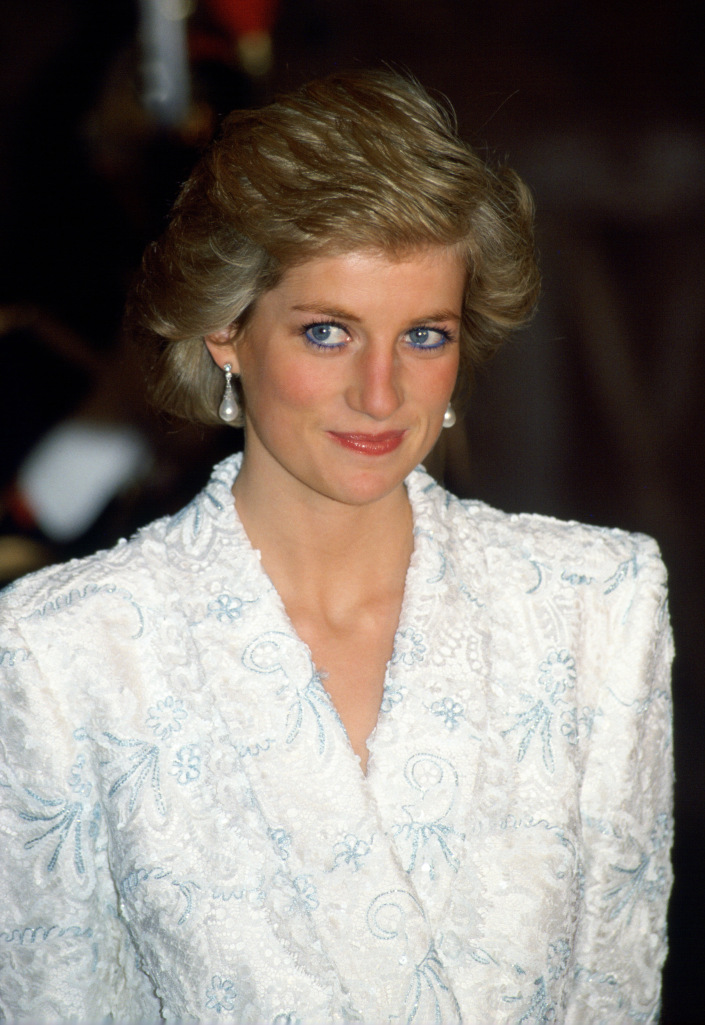 FRANCE - NOVEMBER 09: Diana, Princess Of Wales, Wearing A White And Blue Lace And Sequin Evening Coat-dress Designed By Catherine Walker For A Dinner At The Chateau De Chambord During Her Official Visit To France. (Photo by Tim Graham/Getty Images)