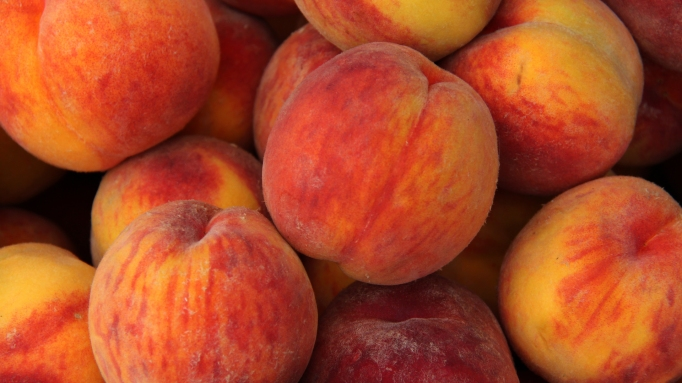photo of group of peaches