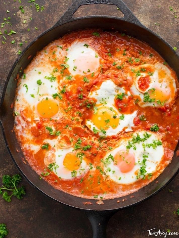 15 Easy Meatless Dinners With Plenty of Protein: Shakshuka