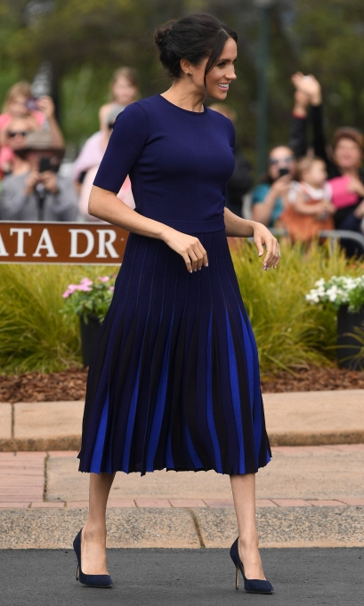 Meghan Markle in black and blue in New Zealand
