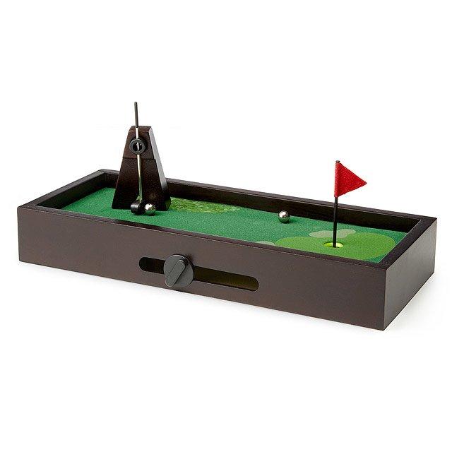 Desktop golf game.