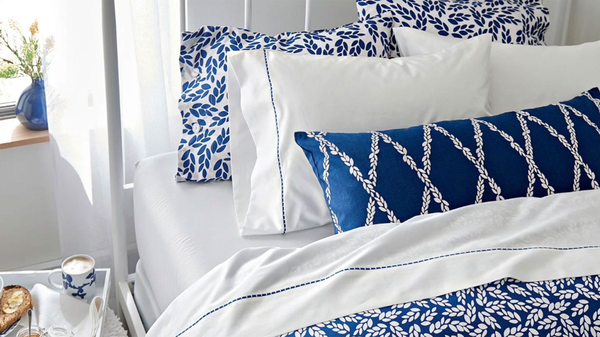 Reese Witherspoon S New Draper James Bedding Collection Is