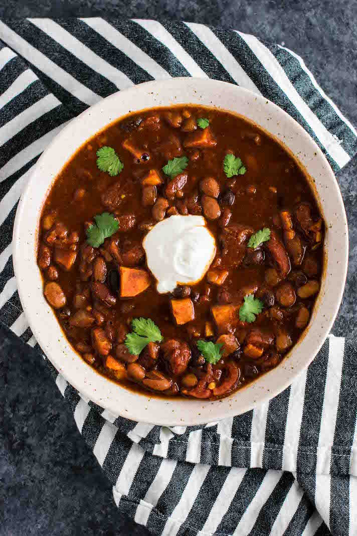 17 Slow Cooker Super Bowl Chili Recipes Because Yum Stylecaster