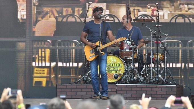 Darius Rucker of Hootie & the Blowfish performs onstage at SunTrust Park on July 21, 2018 in Atlanta, Georgia.