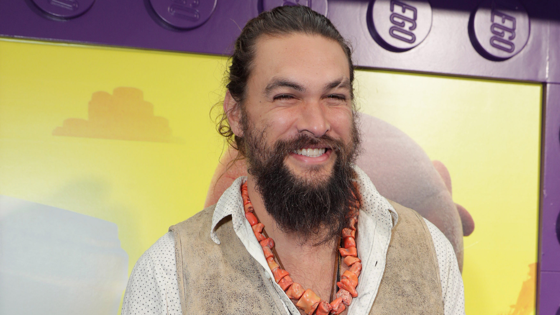 A Girl Scout Used Jason Momoa To Sell More Samoas Cookies Sheknows