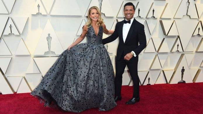 Kelly Ripa and Mark Consuelos walk